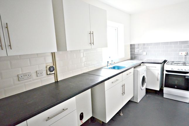 Thumbnail Property to rent in Rochfords Gardens, Slough