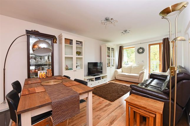 2 bed flat to rent in Holford Way, London