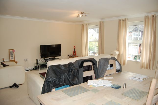 Thumbnail Flat for sale in Park Grange, Chigwell