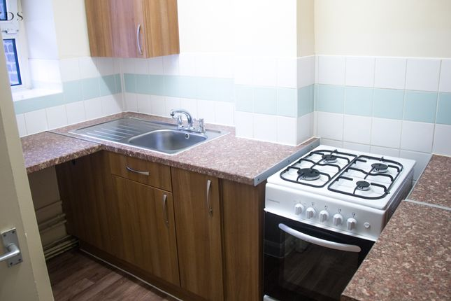 Room to rent in Wades Place, London