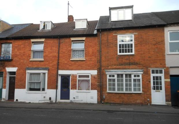 Thumbnail Terraced house to rent in Wellington Street, Bedford