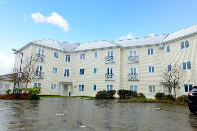 2 bed flat to rent in Poynder Drive, Snodland