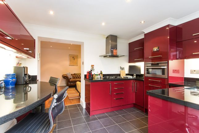 Thumbnail Flat to rent in Oxford Road North, London