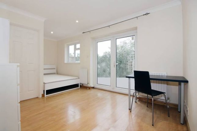 Thumbnail Room to rent in Saxon Drive, London