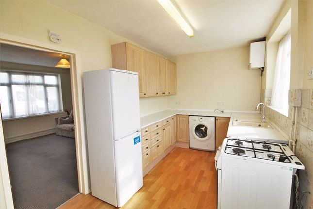 Thumbnail Terraced house to rent in Fox Road, Langley, Slough