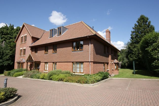 Thumbnail Flat for sale in Waverley Close, Camberley