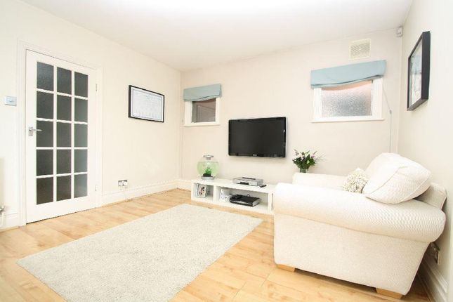 Thumbnail Flat for sale in River Avenue, Palmers Green, London