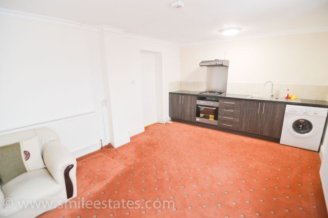 Thumbnail Flat to rent in Wareham Close, Hounslow