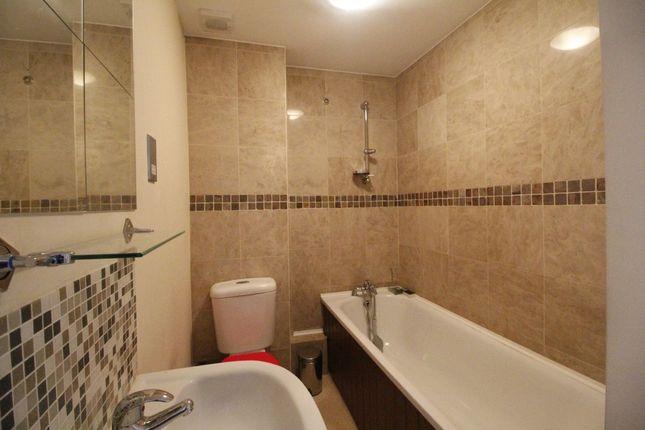 1 bed flat to rent in High Street, Hampton Hill, Hampton
