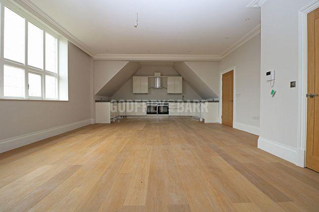 Thumbnail Flat to rent in Courtyard House, The Ridgeway