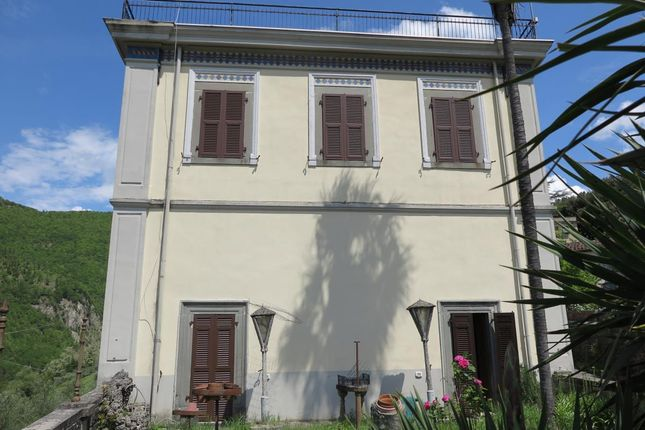 6 bed villa for sale in 439, Fivizzano, Massa And Carrara, Tuscany, Italy