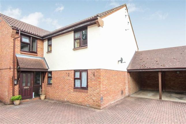 Thumbnail Flat for sale in Wood Green, Basildon, Essex