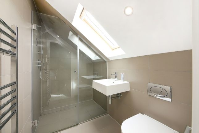 Bathroom of Hatcham Park Mews, London SE14