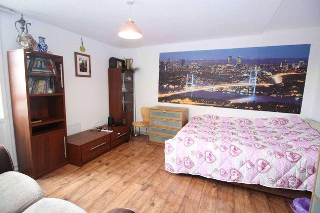 Thumbnail Flat to rent in Elkington Point, Kennington, London