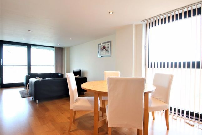 Flat to rent in Kingsway, London