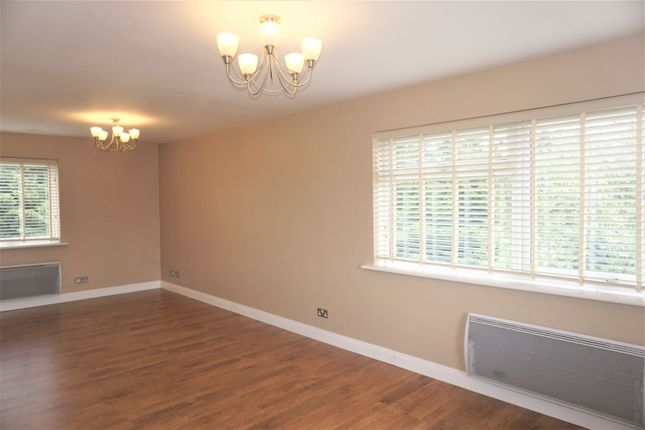 Living Room of 33 Barnwood Close, Reading RG30
