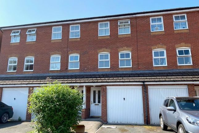 3 bed terraced house to rent in Kernal Road, Hereford HR4