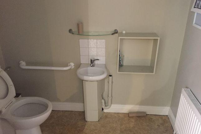Bathroom of High Street, Glastonbury BA6
