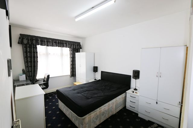 Room to rent in Eastern Avenue, Ilford, Essex IG4