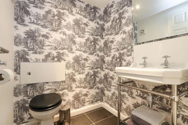 Bed1 Toilet of Hackney Road, Hackney, Matlock DE4