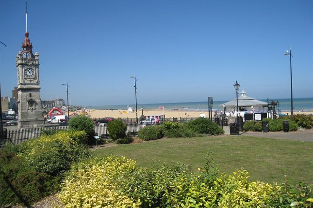 Thumbnail Flat to rent in Marine Gardens, Margate, Kent