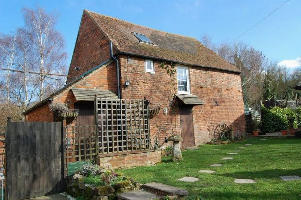 Thumbnail Barn conversion to rent in Old Road, Braunston, Northampton