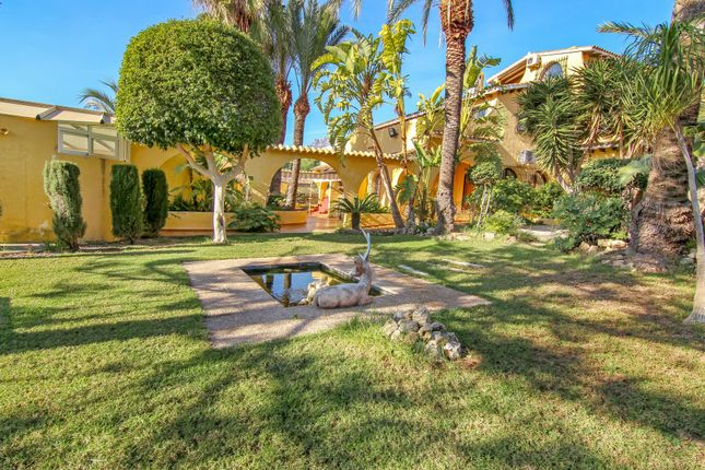 Villa for sale in Alfaz Del Pi, Costa Blanca, 03728, Spain