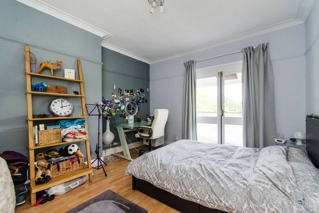 4 bed terraced house to rent in Meadvale Road, Pitshanger Lane