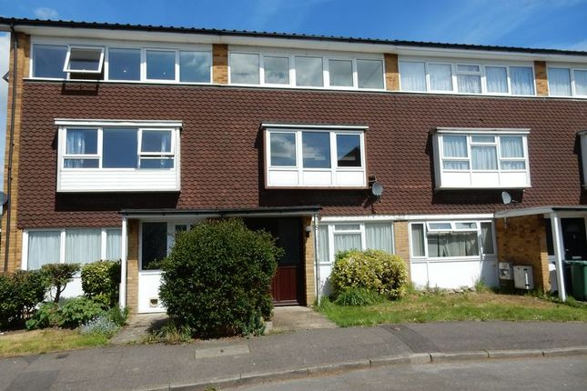 Thumbnail Flat for sale in Wyecliffe Gardens, Merstham, Redhill