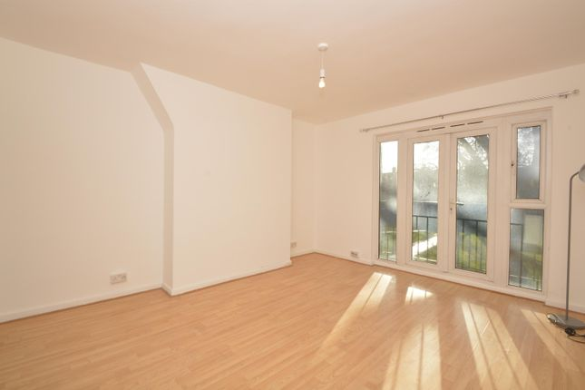 Thumbnail Flat to rent in Queensbridge Road, London