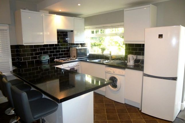 2 bed flat to rent in Fairmile Avenue, London