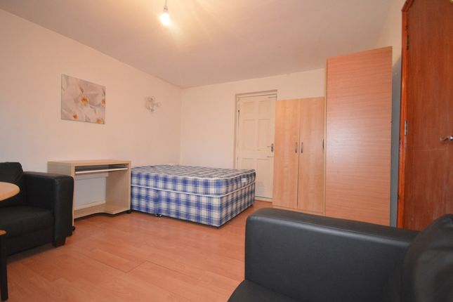 Thumbnail Property to rent in Summercourt Road, London