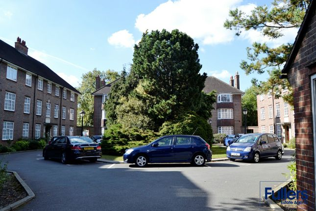 Flat to rent in High Road, Southgate
