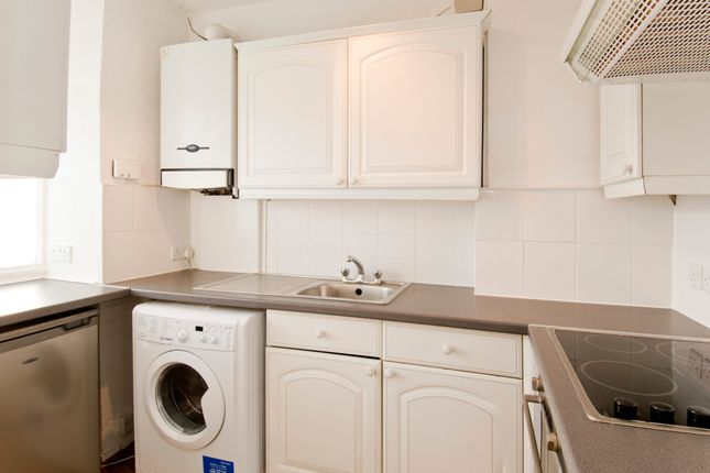 Thumbnail Flat to rent in Queen Street, Hitchin, Hertfordshire