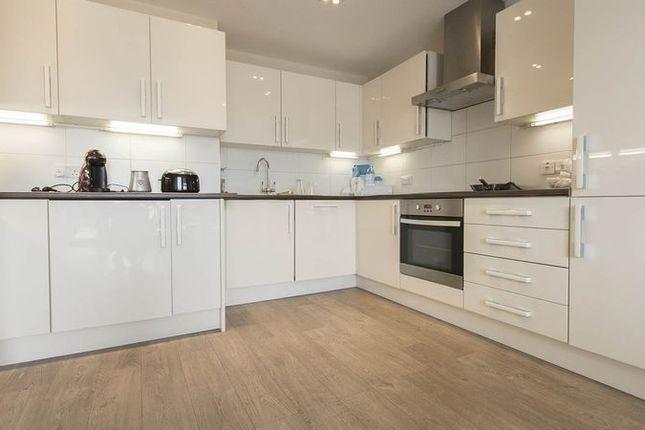 Thumbnail Flat to rent in Mintern Street, London