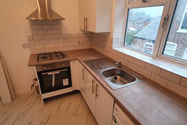 Thumbnail Flat to rent in Windosor Road, Newton Heath