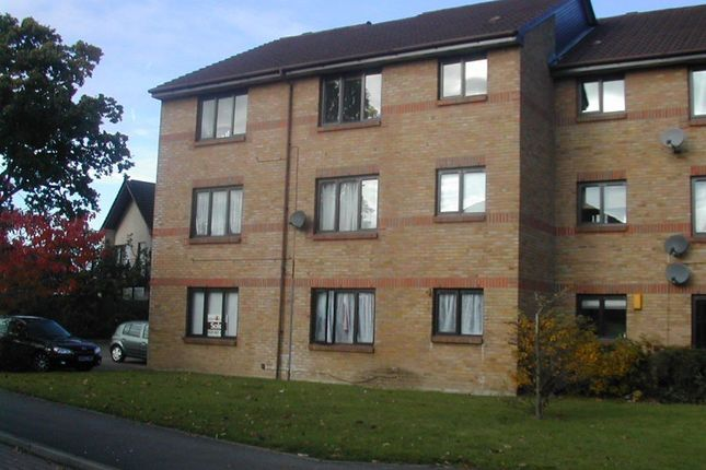 Thumbnail Flat to rent in Littlebrook Avenue, Burnham, Slough