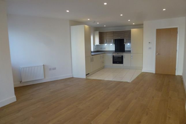 2 bed flat to rent in Hawke House, John Thornycroft Road, Southampton