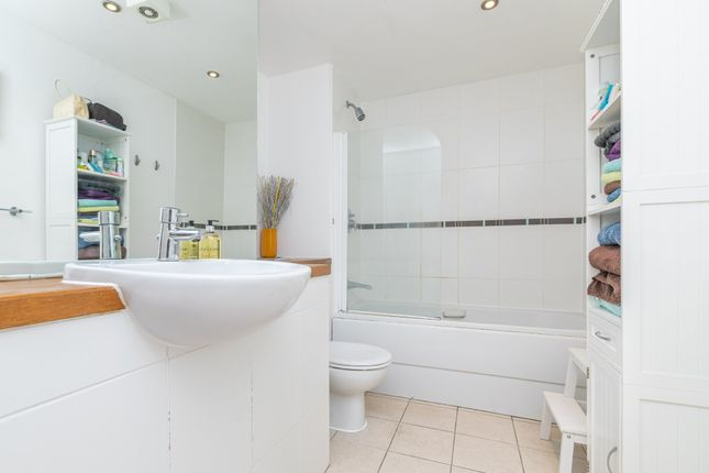 Bathroom of The Waterfront, Hertford SG14