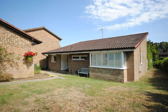 Thumbnail Bungalow for sale in Cavendish Meads, Ascot