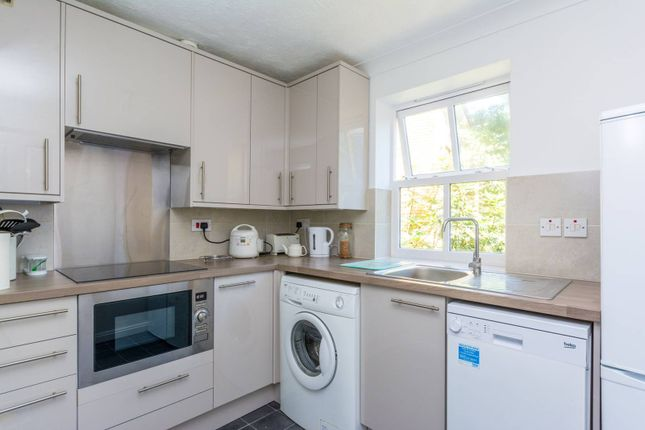 Thumbnail Flat to rent in Alfred Close, Chiswick