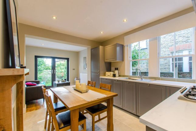 Thumbnail Flat to rent in Rollscourt Avenue, Herne Hill, London