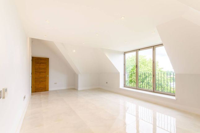 Flat for sale in Dollis Avenue, Finchley Central, London
