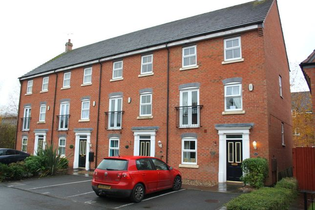 Thumbnail Town house to rent in Pitchcombe Close, Redditch
