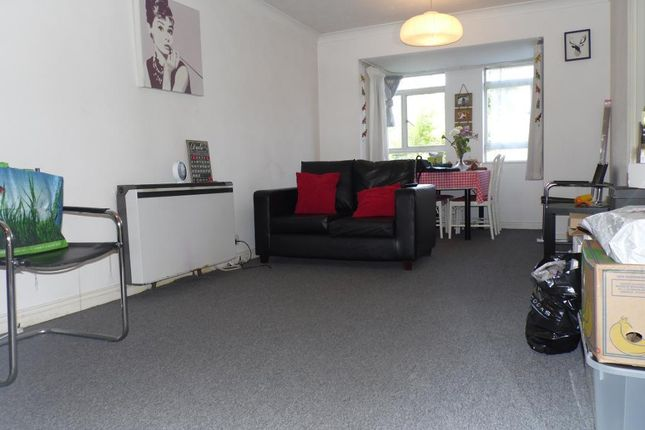 Thumbnail Flat to rent in Bourneside Crescent, London
