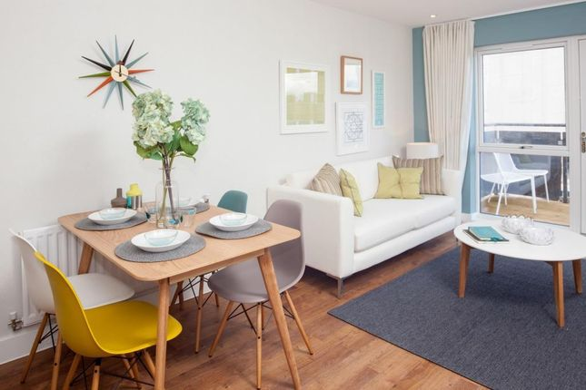 "Flat for sale in ""Hr"" at Centenary Plaza, Southampton"