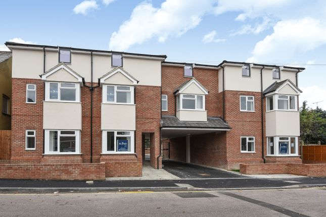 Thumbnail Flat for sale in Empress Road, Leagrave
