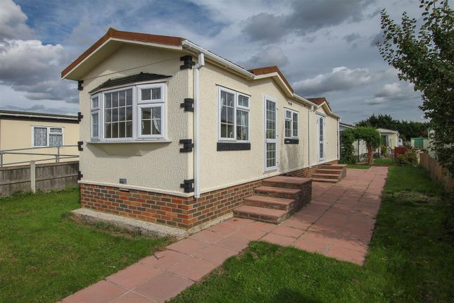 Thumbnail Mobile/park home for sale in Chelmsford Road, Blackmore, Ingatestone