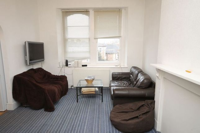 Thumbnail Flat to rent in Top Floor Flat, Clifton Park Road, Bristol
