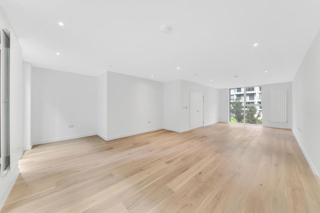 Thumbnail Town house for sale in Cable Street, Royal Wharf, London